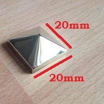 Borchia piramidale ottone lucido