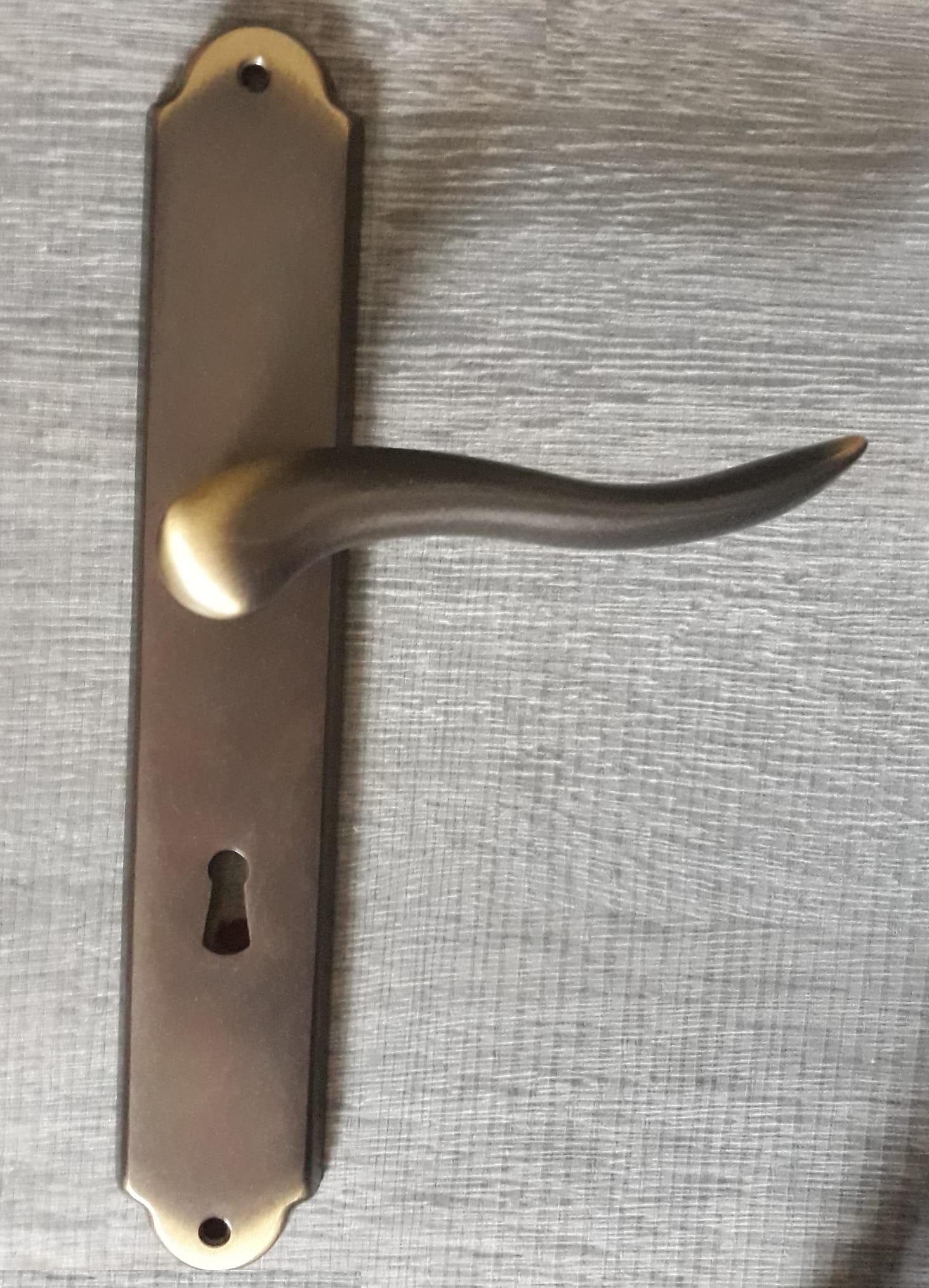 Maniglia modello Peter con placca bronzata - COLOMBO