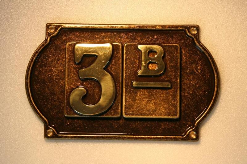 Numero civico in ottone con targhetta a 2 numeri - ALUBOX