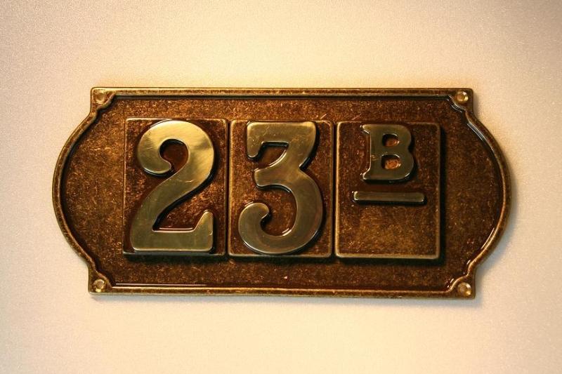 Numero civico in ottone anticato con targhetta a 3 numeri - ALUBOX